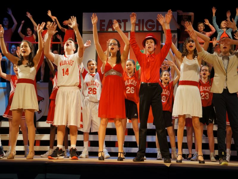 Group Picture of all students in the musical